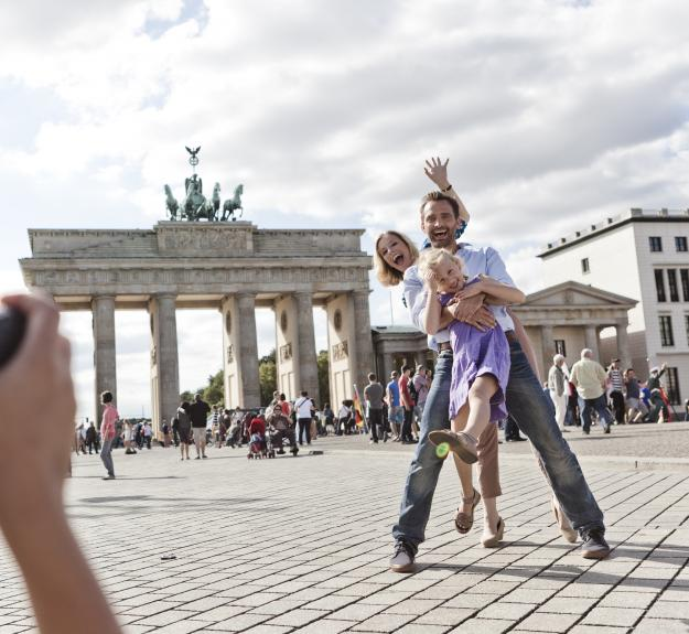 family in front of Brandenburg Gate making pictures