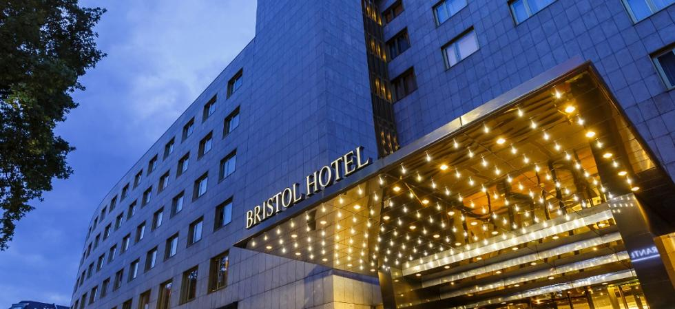 Hotel Bristol Berlin Entrance